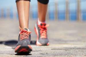 Caminar regularmente combate la depresión en mujeres de mediana edad