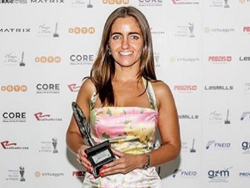 Mariela Villar recibió el premio Pluma de Plata en España
