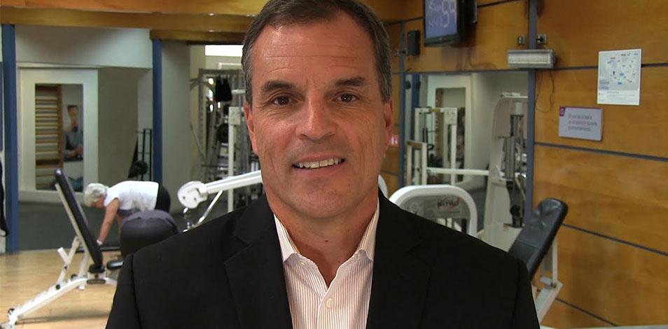 """""""Los gimnasios pueden ayudar a prevenir el COVID-19 y disminuir su impacto"""", afirma el Dr. Robert Sallis"""