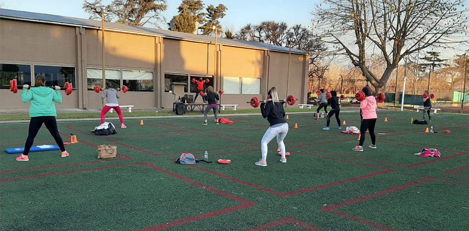 En Castelar, Sport Club fue autorizado a trabajar con clases al aire libre