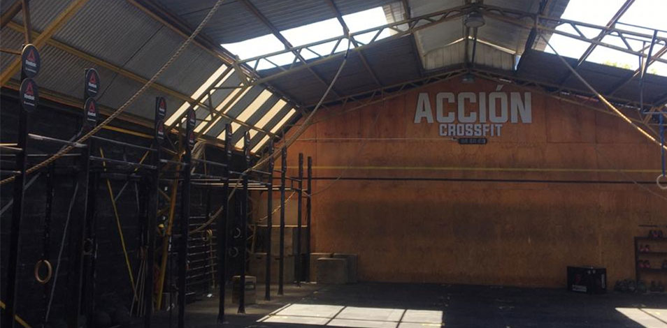 En Providencia, Chile, el dueño de un gimnasio quitó el 80% del techo para que le permitan reabrir sus instalaciones