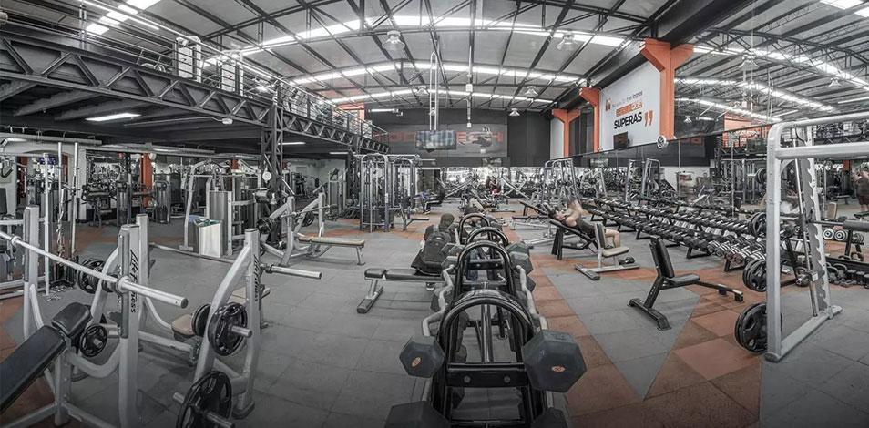 En Colombia, las restricciones por la segunda ola de Covid-19 obligan a gimnasios a reducir sus horarios de atención