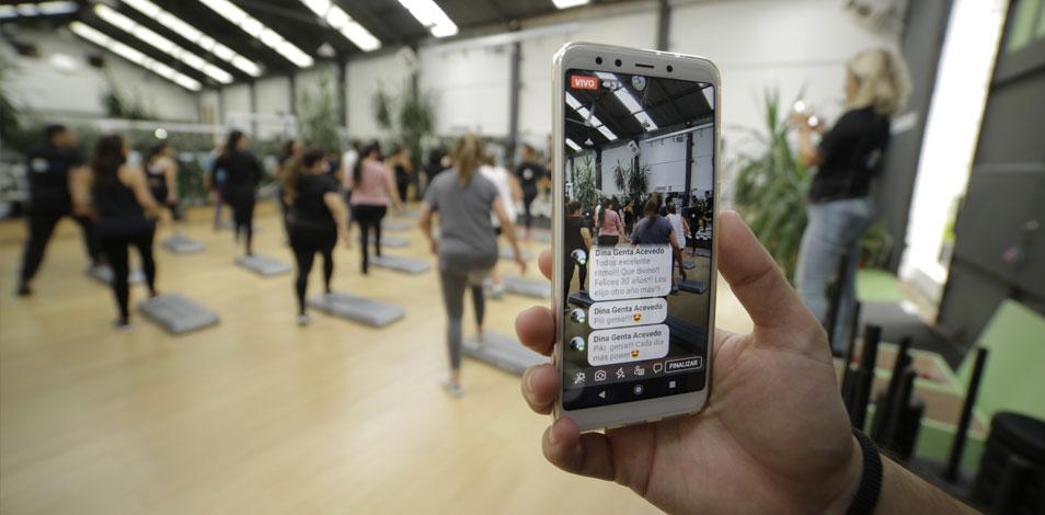 En Uruguay, un gimnasio les obsequia una guía de ejercicios a quienes entran a averiguar y no se inscriben