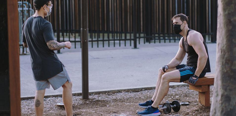 Usar barbijo durante el ejercicio intenso no es riesgoso, según un estudio