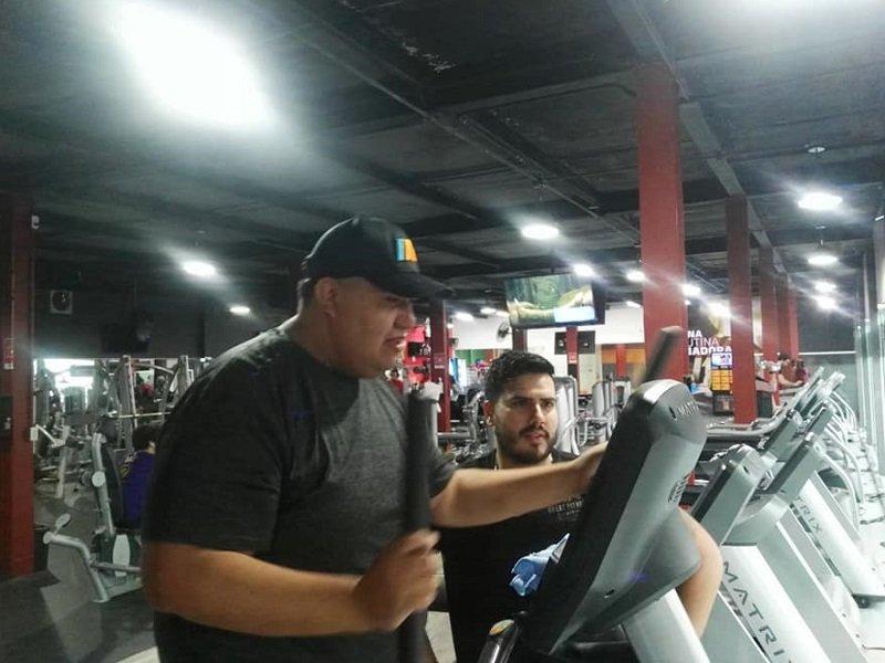 En México, lanzó un desafío en Facebook y empezó el gimnasio