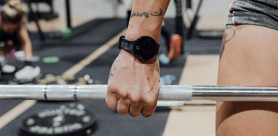 Wardoo Tech lanzó una pulsera inteligente que controla el aforo y la distancia social
