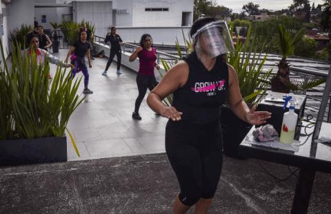 En Ciudad de México, algunos gimnasios volvieron a operar pero al aire libre