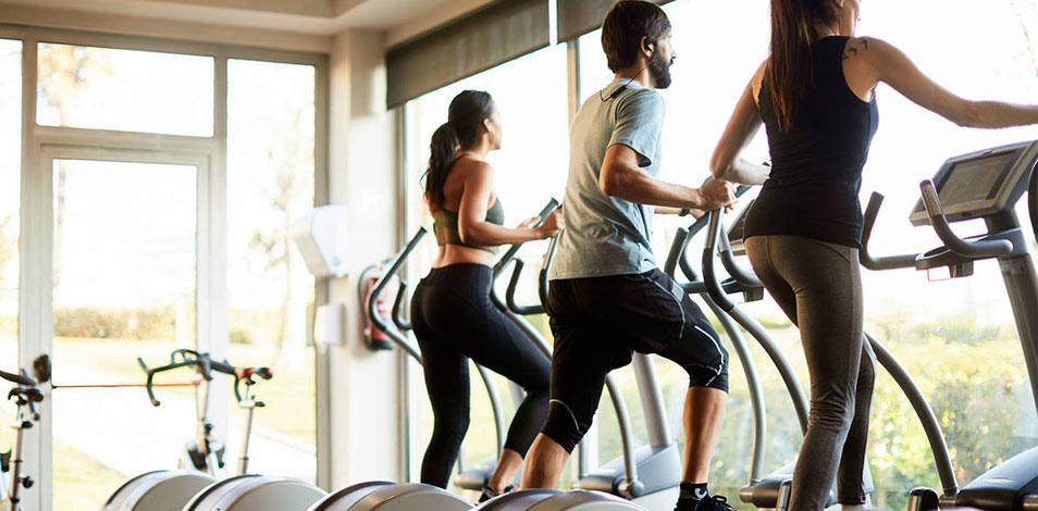 Los adultos deben realizar entre 150 y 300 minutos de actividad aeróbica por semana, según las nuevas pautas de la OMS