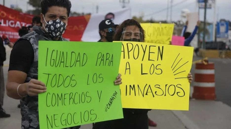 Con una manifestación en el Zócalo, gimnasios de la Ciudad de México exigen respuestas a las autoridades