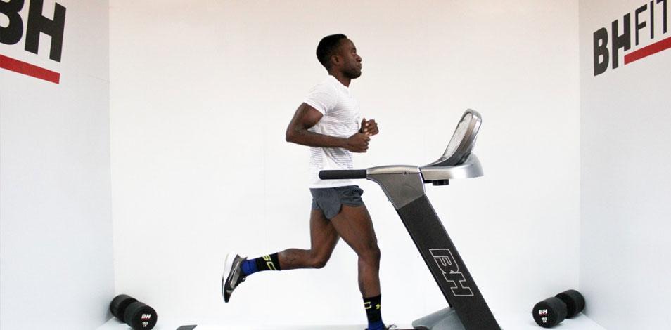 Un atleta corrió 200 km en 16 horas en una trotadora de BH Fitness